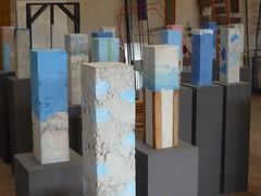 (peltier patrick) Tags: sculpture berry lumire bleu groupe sculptures couleur ciment atelier strates peltierpatrick parallpipde sculpturebton sculptureenbton