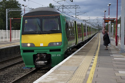 uk electric train transport rail railway trains 321 rails emu lm harrow wealdstone thirdrail brel hrw electricmultipleunit class321 londonmidland govia harrowwealdstone 321416 321414 2t26