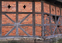 (:Linda:) Tags: brick window germany village x thuringia veilsdorf halftimbered {vision}:{outdoor}=0731 {vision}:{text}=0501 {vision}:{sky}=0643