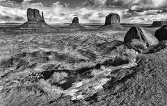Snow in Monument Valley (Jeff Clow) Tags: travel winter snow seasons monumentvalley theoldwest ©jeffrclow jeffclowphototours