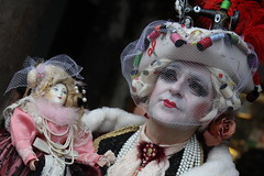 Carnevale di Venezia ( Philipp Hamedl) Tags: city italien venice portrait italy lagune photo costume colorful italia foto mask masks rainy colourful venise carnevale venezia venedig bunt canale karneval maske masken 2014 veneto verkleiden kostm verkleidung carnevaledivenezia