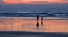 Father and son (scott1346) Tags: sunset color beach silhouette canon reflections dark evening elements 1001nights gorgeousreflections 1001nightsmagiccity ringexcellence dblringexcellence flickrstruereflection1