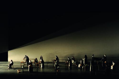 Opera Essentials: Dialogues des Carmélites