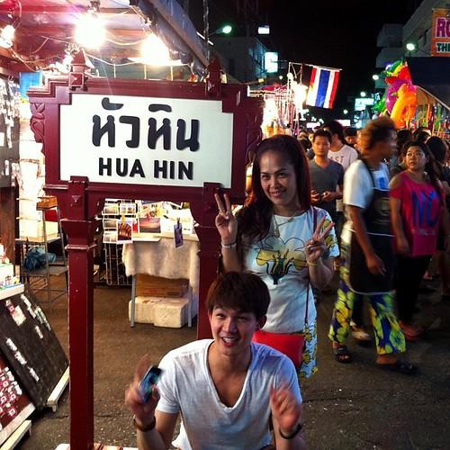 Mercado noturno em Hua Hin enquanto o visto da Karla não chega.
