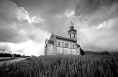 La Madone - La Cte Saint Andr (un proltaire) Tags: saint la cte andr madone tmax100 leicam6 xtol11 voigtlanderheliar15mm
