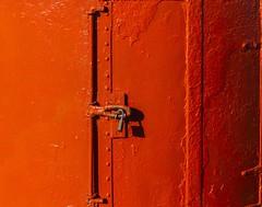 Couches de peinture... (coats of paint) (Larch) Tags: rouge red peinture couchesdepeinture coatsofpaint paint stykkisholmur péninsuledesnaeffellsnes snaeffellsnes islande iceland cadenas padlock ombre shadow inexplore