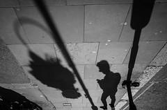 Textimg (tuti_s11) Tags: uk london monochrome shadows streetphotography londres ricohgr streetshot noire londre streetphotographers bnwphotography streettogs lesecularity