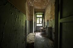 #707 (Vincent Ferron xplo) Tags: old abandoned colors decay d3 deadplaces