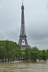 2016.06.03.076 PARIS - La tour Eiffel prte pour l'Euro (alainmichot93 (Bonjour  tous)) Tags: 2016 france ledefrance seine paris laseine fleuve crue eau toureiffel arbre architecture