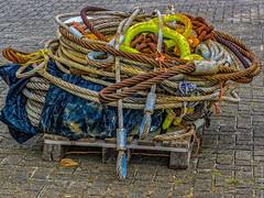 De eindjes aan elkaar knopen ! - Buitenhaven - Maassluis (F. Berkelaar) Tags: maassluis zuidholland nederland nl govertvanwijnkade52 kabels cables staalkabels steelcables buitenhaven olympusm40150mmf28
