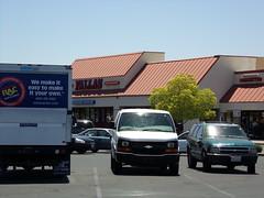Fallas Bakersfield, CA (COOLCAT433) Tags: ca st bakersfield niles fallas 6249