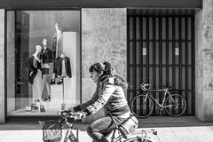 Double SalaBiKE (Walimai.photo) Tags: black white blanco negro byn branco preto blanc noir bike bici bicicleta bicycle double doble 2 dos deux two salamanca salabike lumix lx5 panasonic zara