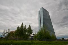 Europische Zentralbank mit Gromarkthalle in Frankfurt (mercatormovens) Tags: europische zentralbank ezb neubau frankfurt grosmarkthalle