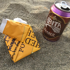 Sunset Snack (GlobalGoebel) Tags: california camping camp beach beer island amber catalina unitedstates can chips potato backpacking catalinaisland campground avalon kettlechips iphone abita littleharbor iphone6 transcatalina