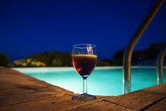 When BBQ is over wine remains (patrick.tafani) Tags: piscine swimingpool glass verre vin wine nuit night