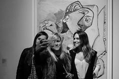 Trs egos e um Picasso (renanluna) Tags: mulher woman ego egoshot selfie picasso pablopicasso monocromia monochromatic pretoebranco blackandwhite pb bw sopaulo 011 sp br 55 fuji fujifilm fujifilmfinepixx100 x100 renanluna quadro square