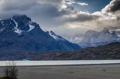 Vistando la playa del Lago Grey (Andrs Photos 2) Tags: chile patagonia torresdelpaine magallanes sudamerica cielos sky pampa nubes cloud