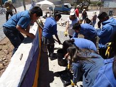 Voluntarios terminando el Mural