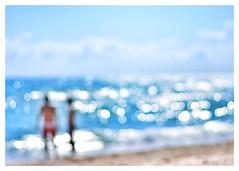 Sea of love (Mister Blur) Tags: nikon d7100 couple inlove blur bokeh sun drops over waves miamibeach florida desenfoque pareja seaoflove themission fragmentosdeluz grainsofsand granosdeluz rubén rodrigo fotografía grainsoflight