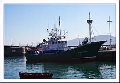 Estampas de Getaria (kirru11) Tags: espaa ana mar barcos paisaje personas cielo monte elpuerto canoneos euskadi getaria guipuzkoa barquitas kirru11