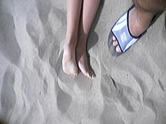 f322367 (DolceaiPiedi) Tags: feet girl foot candid barefoot piedi ragazze amatorial amatoriali
