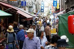 20140512-05-Tsukiji Market.jpg (Roger T Wong) Tags: travel people food fish japan tokyo market tsukiji 2014 canon24105f4lis canonef24105mmf4lisusm canoneos6d rogertwong