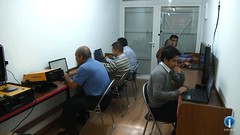 "Alumnos en el aula móvil • <a style=""font-size:0.8em;"" href=""http://www.flickr.com/photos/98865866@N07/15869190534/"" target=""_blank"">View on Flickr</a>"