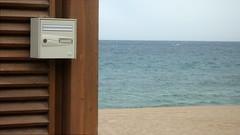 Inconnu  l'adresse indique (Jean-Luc Lopoldi) Tags: sea sky mer beach letterbox plage aux lettres bote dsert