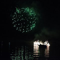 Greenies DSL8040 (iloleo) Tags: toronto canada reflection green night boat fireworks celebration lakeontario victoriaday nikond7000