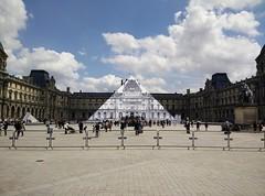 Disparition de la Pyramide du Louvre (Tho La Photo) Tags: paris art photographie jr lelouvre trompeloeil musedulouvre pyramidedulouvre