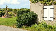 Cross in Plouguin Brittany (patrick_milan) Tags: green brittany country grain bretagne vert britanny rue campagne finistre bl orge avoine crales plouguin