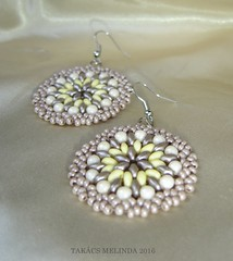 vanlis keksz gyngy flbeval (1)b (melindatakacs1) Tags: handmade jewelry bead earrings beaded drab ecru lightyellow roundish