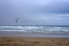 Contra el viento (MigueR) Tags: espaa mar fuji lanzarote playa viento cielo nubes kitesurf olas atlntico famara oceano islascanarias cometa xt1