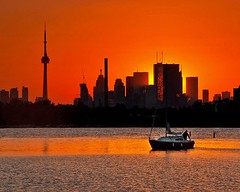 Sunset in Toronto | Photography by Brian Carson (manbeachrm) Tags: blue sunset pordosol orange cloud sun silhouette clouds sunrise landscapes tramonto sundown horizon natur sunsets puestadesol naturelovers naturelover   sunsetporn skyporn skylovers sunsetstream landscapelovers instasky landscapecaptures piclogy skylinenatureperfection