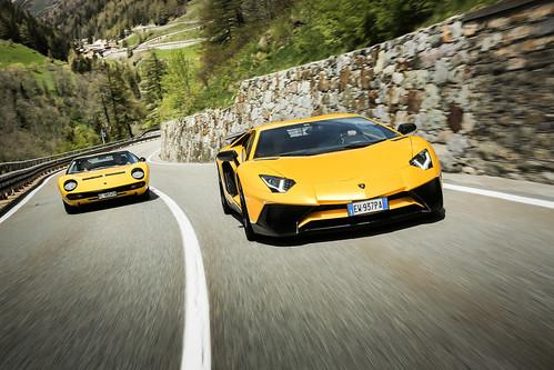 Lamborghini Aventador и Lamborghini Miura