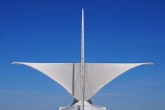 Flgel (dirklie65) Tags: blue sky white wisconsin architecture wings himmel calatrava milwaukee architektur blau symmetrie weis