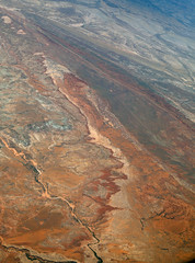 2016_06_02_lax-ewr_502 (dsearls) Tags: river utah flying desert aviation united country canyon aerial erosion rivers geology ual canyons arid aerialphotography jurassic stratigraphy unitedairlines windowseat windowshot weathering 20160602