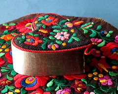 Ornate (diffuse) Tags: flowers floral box tablecloth magyar embroidered heartshape hungarian