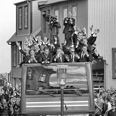 Rckkehr der islndsichen Fuballnationamannschaft nach Reykjavik (Agentur snapshot-photography) Tags: city party rot sport port island fan iceland harbour soccer europameisterschaft reykjavik event match fans blau em hafen weiss fahne mage flagge kneipe besucher innenstadt jubel personen isl feiern icelandic freude empfang publikum aussen feier vorbereitungen fanfest fahnen aussenansicht fusball treffpunkt publicviewing ankunft begeisterung aussenaufnahme rckkehr hfen afram begrssung fanmeile nationalfarben islndische sportveranstaltung fernsehbertragung nationalfahne fussballeuropameisterschaft 011600 fusballfan nationaflagge viertelfinalspiel ararholl fifaeuro2016 optimistsch vietelfinale fuballfans