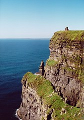 Cliffs of Moher (albi_tai) Tags: ireland sea panorama cliff landscape mare olympus om10 scan acqua paesaggio irlanda scogliera olympusom10 analogico scansione cliffofmoher albitai