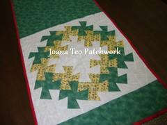 DSC01612_ dana dos quadrados (Joana Teo - Artesanato & Patchwork) Tags: natal de patchwork mesa caminho flicflac trilho ideias danadosquadrados tcnicasdepatchwork caminhodemesadepatchwork tcnicadepatchwork joanateopatchwork joanateo
