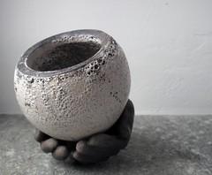 tra le mani_ceramica raku