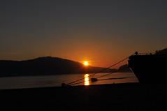 Puesta de Sol en la Ría. (lumog37) Tags: sunset sol estuary coastline puestadesol ría costadegalicia