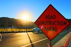 Californie (Jeannot Doe) Tags: road sun ahead construction jour route flare panneau contre californie