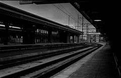 30th St. Station (RW Sinclair) Tags: street city winter urban blackandwhite bw film philadelphia station analog train 35mm stand track kodak pennsylvania 28mm trix 4 shed olympus iso pa developer 400 philly 30th analogue om agfa rodinal 800 zuiko 1100 develop om4 2013