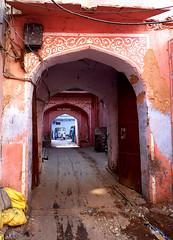 Jaipur, Rajasthan, India (giorgio pizzocaro) Tags: world street travel people india landscape culture courtyard traveller tradition viaggio jaipur rajasthan mondo pinkcity flickraward panasonicdmcfz28 giorgiopizzocaro