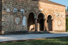 Abbazia di Pomposa, c. 800-1400 (Anita Pravits) Tags: italien italy abbey italia entrance monastery benedictine atrium romanesque kloster emiliaromagna benediktiner romanisch abbaziadipomposa romanik eingangshalle abtei pomposa konvent pomposia