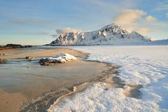 Plage de Skagsanden #4 [ les Lofoten ~ Norvge ] (emvri85) Tags: winter snow mountains norway zeiss sunrise 35mm hiver neige lofoten montagnes leverdesoleil norvge nordland