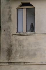 """lo specchio e la serranda  #morrodalba #italy #clod #giornatedifotografia #sensi #enricoprada #canon #specchio #mirror (claudio """"clod"""" giuliani) Tags: italy canon clod sensi morrodalba giornatedifotografia"""