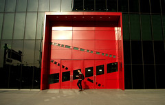 Red Door (It's Stefan) Tags: red man black reflection colors lines architecture contrast catchycolors walking eingang entrance streetlife reddoor seoul tor southkorea fr blackandred onestep   samseongdong